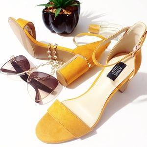 💎NWOB Jones NY Mustard Gold Trim Heel Sand